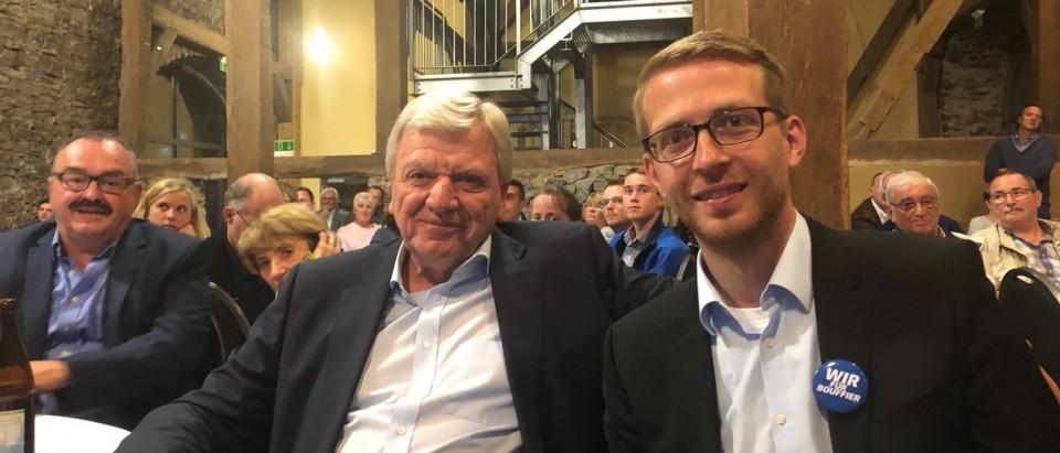 Ministerpräsident Volker Bouffier und Landtagskandidat Michael Ruhl beim gemeinsamen Anschauen des TV-Duells in Laubach
