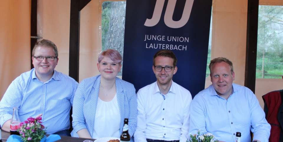 (Archivfoto) - Begrüßten bereits 2019 im Vogelsberg den nun wiedergewählten JU-Bundesvorsitzenden Tilman Kuban (re.) in Rimlos: JU-Landesvorsitzender Sebastian Sommer, JU-Kreisvorsitzende Jennifer Gießler und CDU-Landtagsabgeordneter Michael Ruhl  (v. l.)